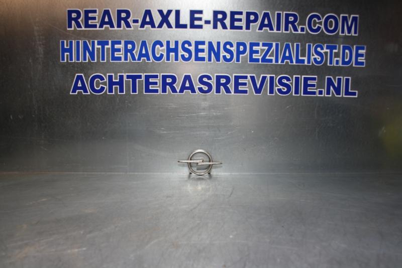 Embleem Opel Kadett B, gebruikt.