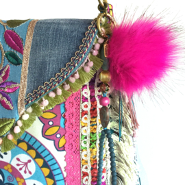 Ibiza crossbody bag colored with fringes and jeans