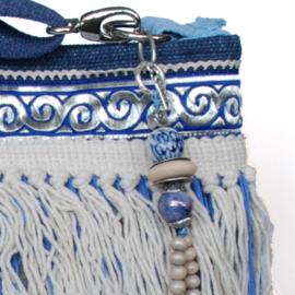 Schoudertas blauw wit met franje in beach stijl