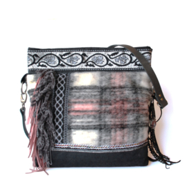 Checkered crossbody woolly fabric in pink grey