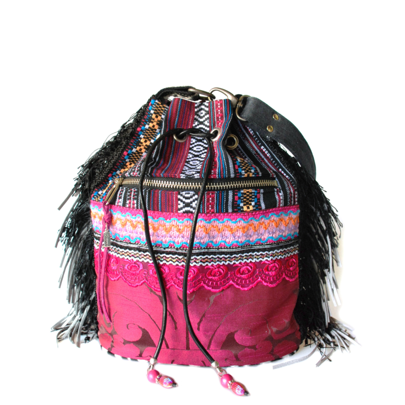 Ibiza bucket bag fuchsia black with fringe