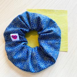 Scrunchie - blauw met goud asanoha patroon