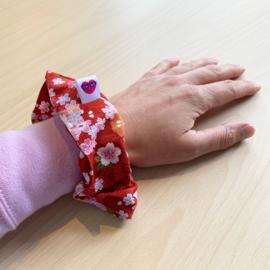 Bloemen scrunchie - rood met sakura