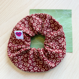 Scrunchie - bordeauxrood met sakura bloesem