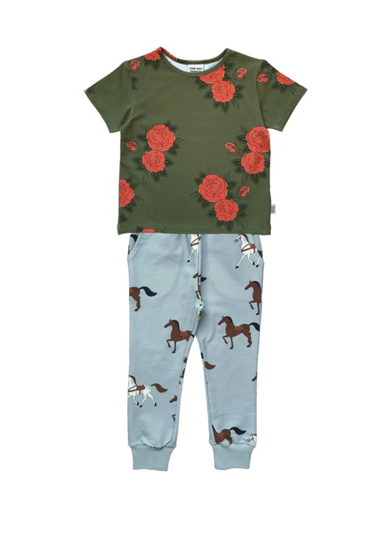 GREEN ROSES T-SHIRT + HORSES SWEATPANTS