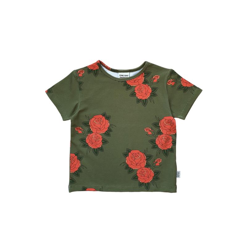 T - SHIRT // GREEN ROSES