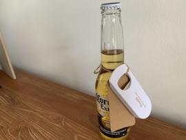 Flesopener / Bieropener Proost! Het was het wachten waard