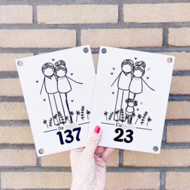 Huisnummerbord met familienaam