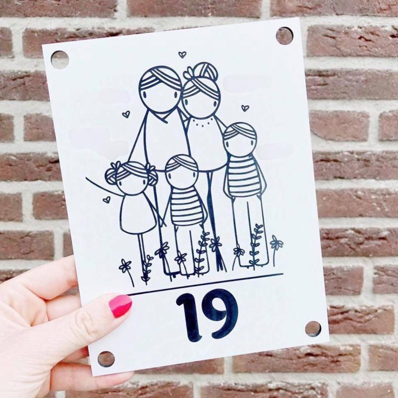 Huisnummerbord: familienaam en voornamen