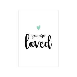 Ansichtkaart 'you are loved' groen
