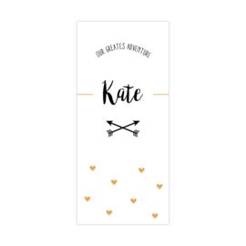 Geboortekaartje met pijlen en gele hartjes