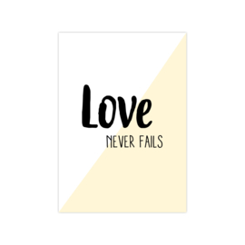 Ansichtkaart 'love never fails' licht geel