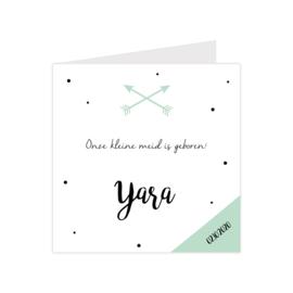 Geboortekaartje met confetti en pijlen groen