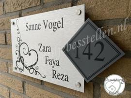 Naambordje met hartjes sierlijk apart huisnummer