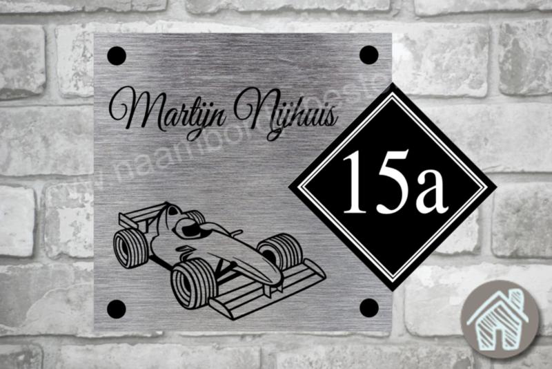 Naambordje met formule 1 racewagen