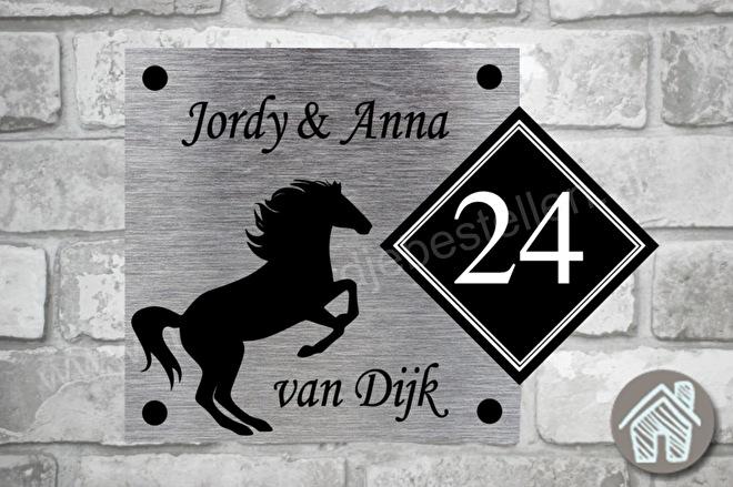 naambordje met paarden silhouette