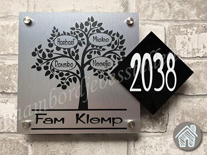 naambordje boom met huisnummer