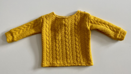 Tricot/stretch baby- peutertruitje mosterdgeel met kabel.