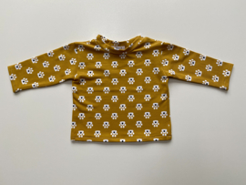 Tricot/stretch shirtje mosterdgeel met pootafdrukjes