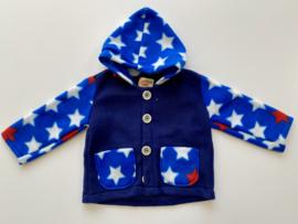 Fleece jasje blauw met sterren op mouwen en capuchon