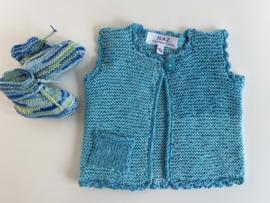 Newborn cadeauset vestje met slofjes maat 50/56