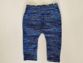 Tricot/stretch baby- peuterbroekje blauw wit gestreept.