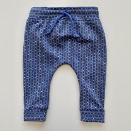 Tricot/stretch baby- peuterbroekje blauw met streepjes en stipjes.
