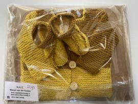 Newborn cadeauset vestje + slofjes mosterdgeel 50/56