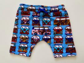 Tricot stretch kort broekje blauw met volksbusjes maat 74/80