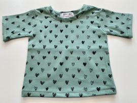 Tricot/stretch  shirtje Viridiaangroen met hartjes