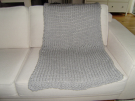 Gebreid woonplaid grijs met grove steek  160x75 cm