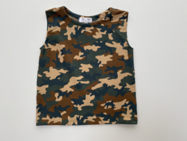 Tricot stretch mouwloos shirt camouflage