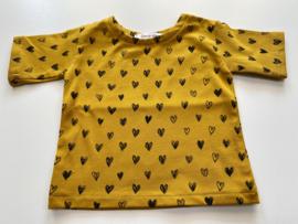 Tricot/stretch  shirtje mosterdgeel met hartjes