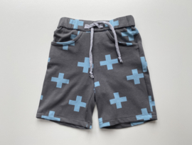 Tricot stretch kort broekje grijs met kruisjes