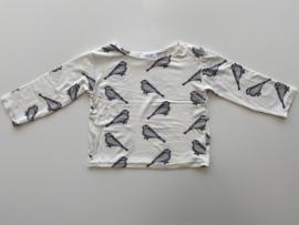 Tricot/stretch shirtje ecru met vogeltjes.