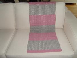 Gehaakt woonplaid roze/grijs  130x50 cm