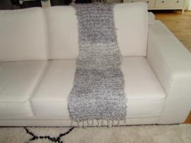 Gebreid woonplaid grijs gemêleerd met franjes 170x50 cm