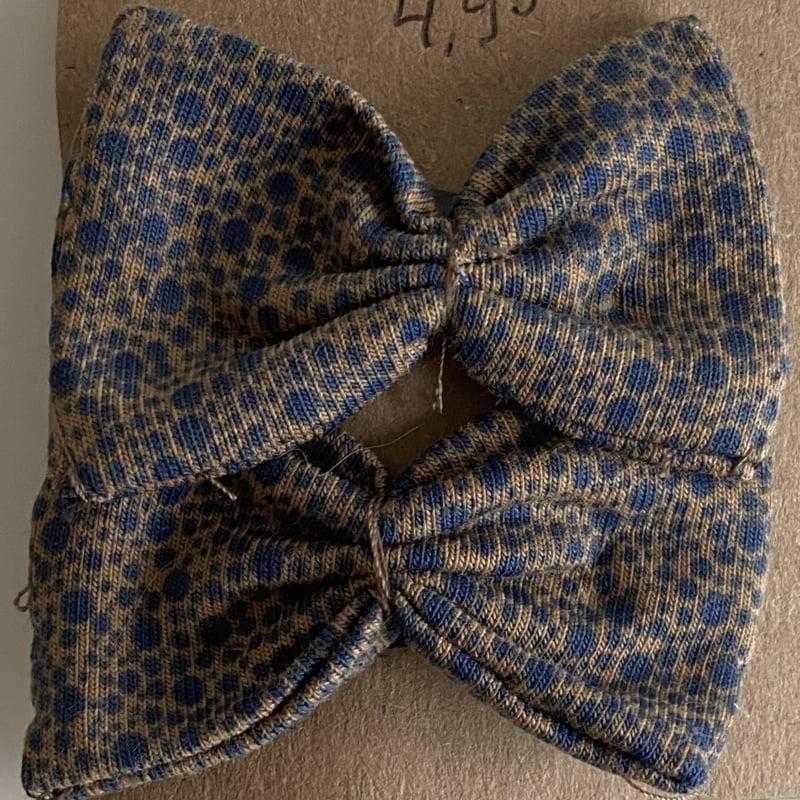 Haarspeldje Caramel blauwe stipjes