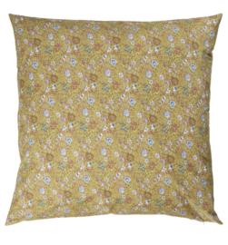 Ib Laursen - kussenhoes - geel met roosjes, blauwe en creme kleurige bloemen