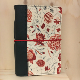 Saskia Thomson • leren notebook A5 (rood/groen)