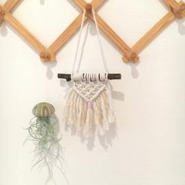 Uit eigen atelier • macramé hangertje