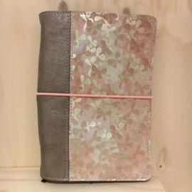 Saskia Thomson • leren notebook A5 (roze/goud)