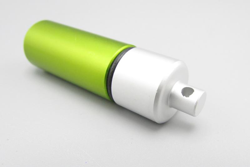 Minikoker voor aan sleutelhanger - groen met zilverkleur
