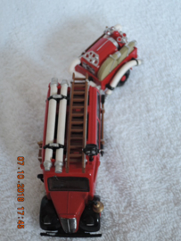 Matchbox--Fire engine -  brandweer YFE18 1950 Ford E83w & Trailer