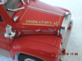 Matchbox YYM35810 1956 Mack B-95 Fire Pumper 1 43