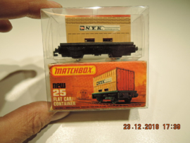Matchbox   new no. 25 flat car container