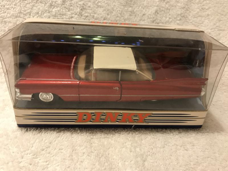 DY-7 1959 Cadillac Coupe de Ville rood metallic