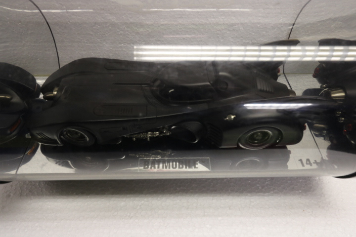 Batman returns Batmobile, 1:18, Hotwheels exclusive!