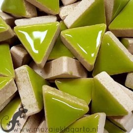 Geglazuurde keramiek driehoekjes 15 mm per 50 gram Lichtgroen 013