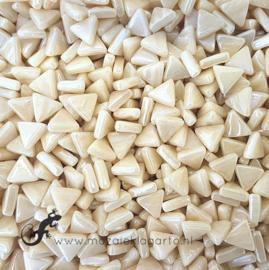 Glasmozaiek Driehoekjes 10 mm Parelmoer per 50 gram Creme 092P